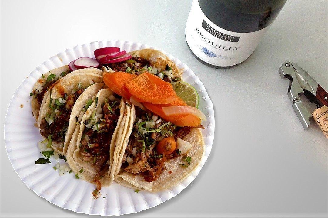 Вино и мексиканская еда